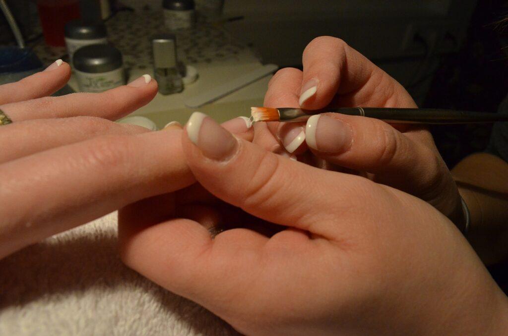 6 способов сделать короткие ногти визуально длиннее
