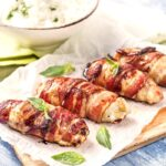 Вкусная и сытная закуска из курицы и бекона.